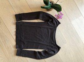 Brauner Pullover mit U-Boot Ausschnitt und sportlichen Rippenbündchen