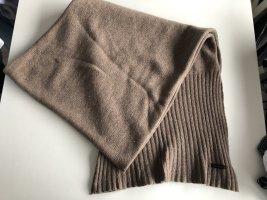 Brauner Schal