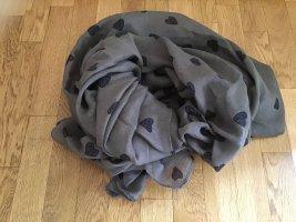 Brauner Schal mit Herzen