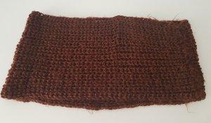 Bufanda de ganchillo marrón