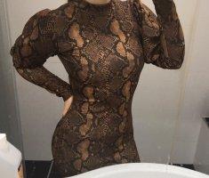 Braunes Kleid mit Schlangenmuster