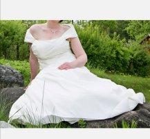 Suknia ślubna w kolorze białej wełny-kremowy
