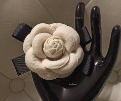 Spilla bianco sporco-nero Tessuto misto