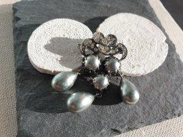 Brosche Grau Silber Strass Perlen Verzierung Schmuck