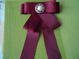 Brosche schleife rot große Perle