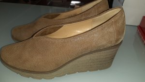 Brunate Wedge Pumps light brown
