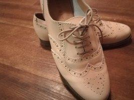 Budapester Schuh , sehr schick in beige/rose