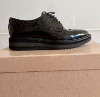 Budapester Schuhe von Prada. Gr. 37.