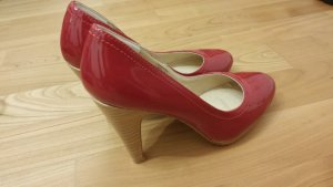 Buffalo girl Pointed Toe Pumps red