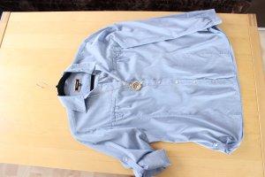 Colletto camicia azzurro