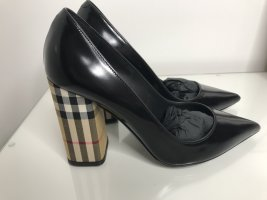 Burberry Pointed Toe Pumps black leather