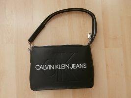 Calvin Klein Jeans – Schultertasche in Schwarz