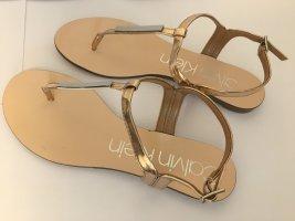 Calvin Klein Sandalias con talón descubierto color oro