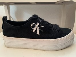 Calvin Klein Zapatillas con tacón negro-blanco