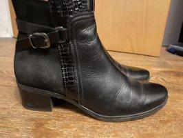 Caprice Zipper Booties black