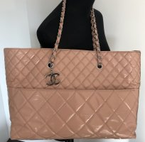 Chanel Lackledertasche