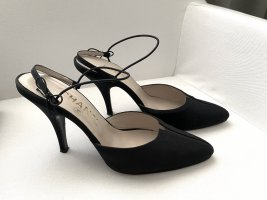 Chanel Strapped pumps black