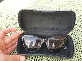 Chanel Occhiale da sole spigoloso nero