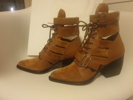 Chloé Cut Out Booties camel