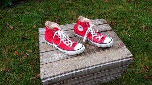 All Star High Top Sneaker red