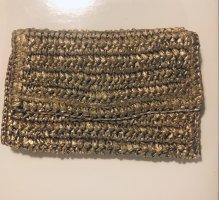 Clutch in gold aus Polyesterstroh mit Gold Kette