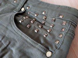 Coole Hot Pants/ goldene Nieten