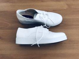 Coole Lacksneaker mit Plateau