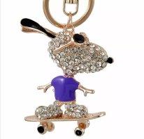cooler Schlüssel-/Taschenanhänger glitzer Snoopy auf Skateboard lila NEU