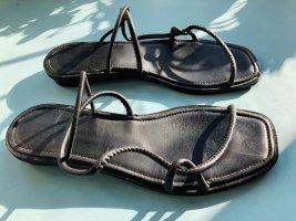 COS Sandalo con cinturino nero