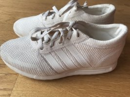 Creme-farbene Adidas Sneaker