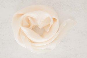 Foulard en soie blanc cassé