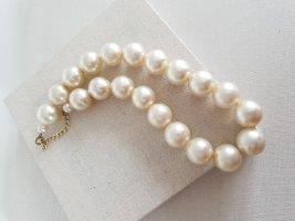 Collier de perles beige clair