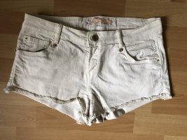 Crèmeweiße Hotpants