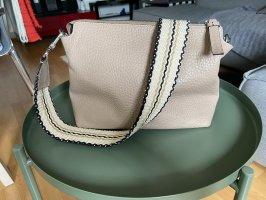 Crossbody-Bag mit farblich passendem Gurt