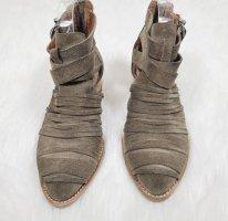 Cut Out Boots von Jeffrey Campbell