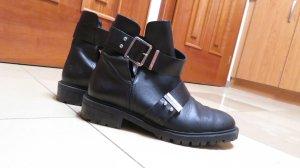 Cut Out Leder Boots von Zara mit Schnalle