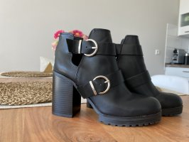 Cut out Stiefeletten Pull&Bear