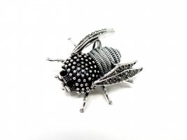 Broche negro-color plata metal