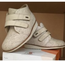 House Boots cream