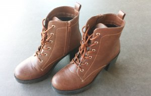 Lace-up Booties black-brown