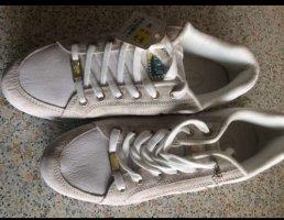 Damen-(Sport)-Schuhe. Neu