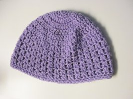 Cappello all'uncinetto viola