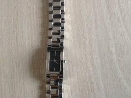 Damenarmbanduhr von DKNY mit massivem silbernen Gliederarmband