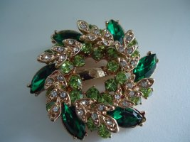 Broche verde bosque