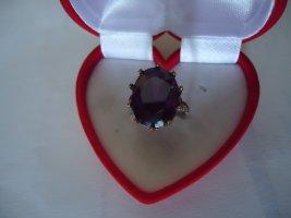 Zdobiony pierścionek brązowo-fioletowy