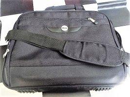 """DELL Business Notebooktasche Laptoptasche Masse L40xH30cm Tiefe: nur Hauptfach 6cm mit Aussenfach 10cm (+- mm). Das Fach auf der Rückseite kann oben und unten geöffnet werden damit man sie auf den Auszug vom Koffer """"setzen"""" kann. sehr guter Zustand kaum g"""