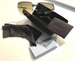 Der Frühling kann kommen: XL-Sonnenbrille von PRADA