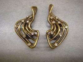 Earclip gold orange metal