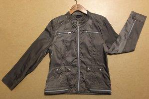 dünne grau-beige Jacke mit Reißverschluss und Seitentaschen, Gr. 42