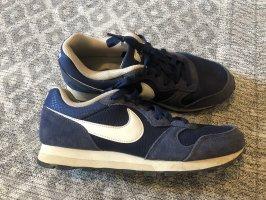 Dunkelblaue Nike sneaker
